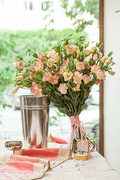 Букет из Персикового Лизиантуса - planeta.florist