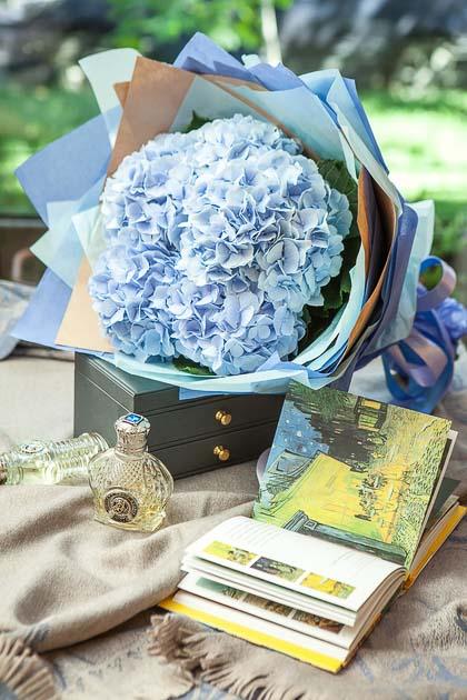 Букет из Голубой Гортензии купить с доставкой по Саратову