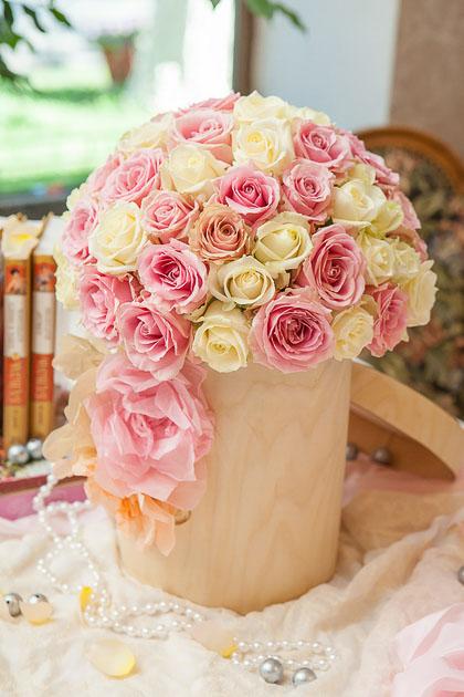 Белая и Розовая Роза в Шляпной коробке купить с доставкой по Саратову