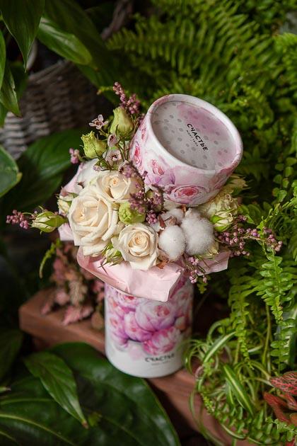 Кустовая Роза и Лизиантус в Коробке Счастье купить с доставкой по Саратову