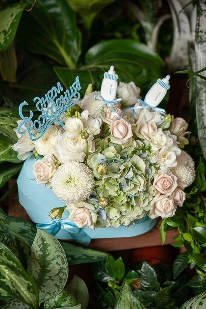 Гортензия, Роза и Хризантема в Коробке с Днем Рождения, голубая купить с доставкой по Саратову