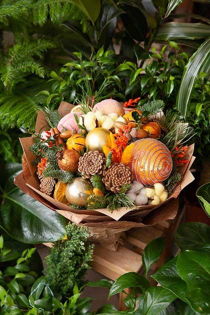 Новогодний Букет из Ели, Золотых Шаров, Сушеных Апельсинов в Крафте, Фото
