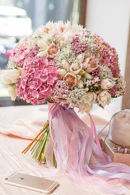 Букет из Гортензии, Бовардии и Агапантуса - planeta.florist