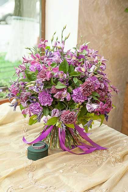 Букет из Гвоздики, Лизиантуса и Клематиса - planeta.florist