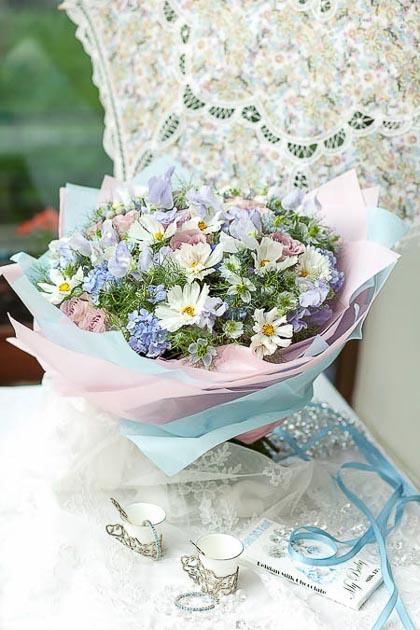 Букет из Гортензии, Розы, Латируса и Нигеллы - planeta.florist