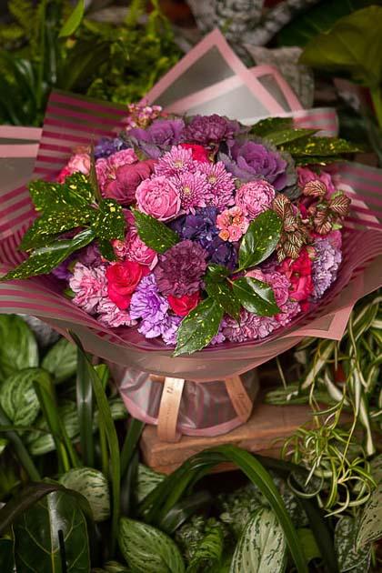 Букет Розы, Гвоздики, Хризантемы и Каланхое - planeta.florist