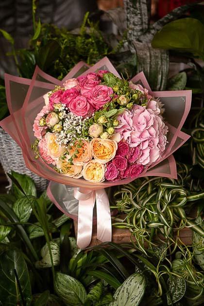Букет из Розовой розы, Пионовидной розы и Гортензии - planeta.florist