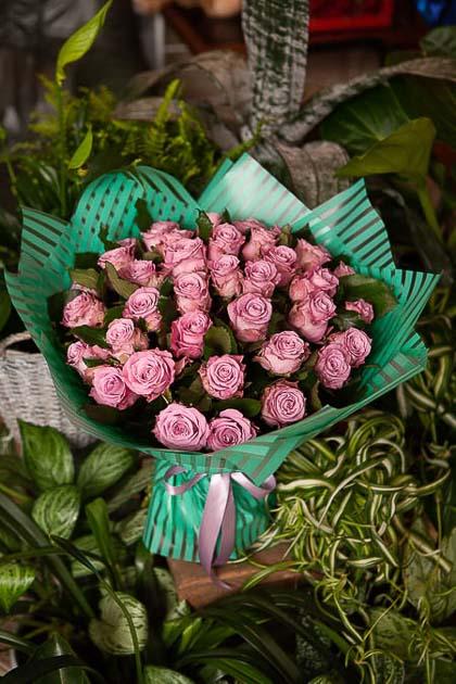 Монобукет из Сиреневой розы Миритим - planeta.florist