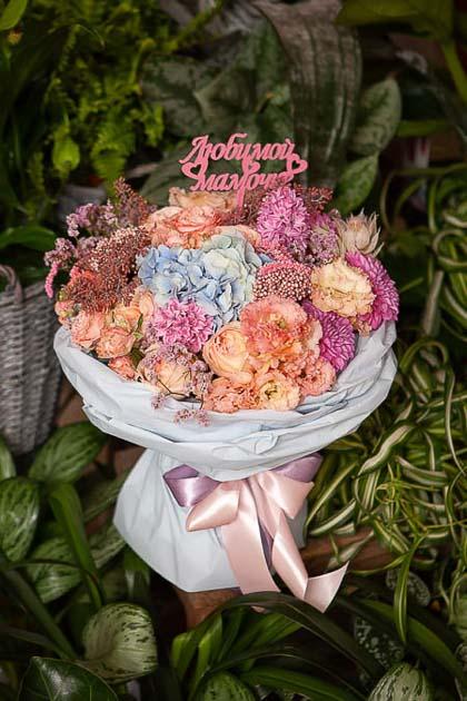 Букет из Голубой Гортензии, Розы, Лизиантуса и Георгин - planeta.florist
