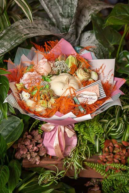 Букет из Розы микс, Лизиантуса и Патиссона - planeta.florist