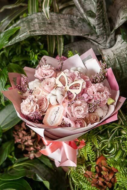 Букет из Розы и Лизиантуса в Пудровой гамме - planeta.florist
