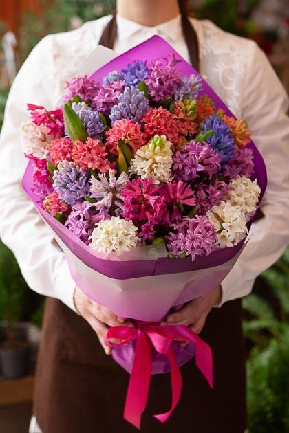 Букет из Гиацинтов Микс в Фиолетовой Упаковке Саратов