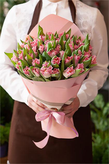 Букет Розовых Тюльпанов в Розовой Упаковке Саратов
