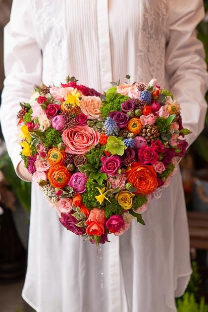 Цветы в форме сердца, Розы, Ранункулюсы, Хризантема, Гвоздика, Мускари - Саратов