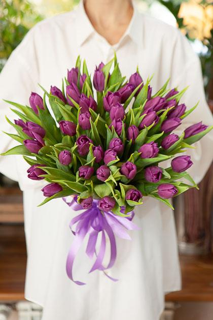 Букет 49 Фиолетовых Тюльпанов Пёрпл Принц Саратов