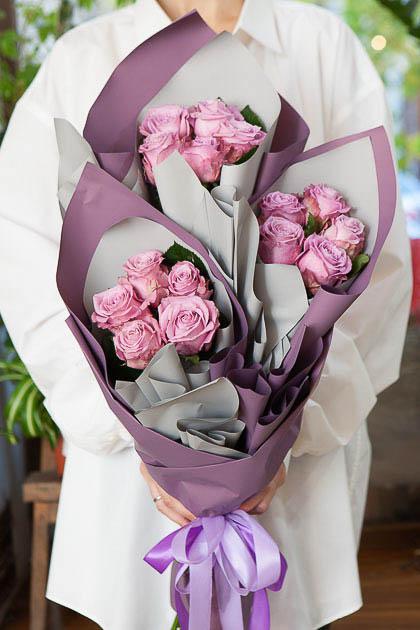 Букет из 15 Сиреневых Роз в Ярусном стиле Саратов