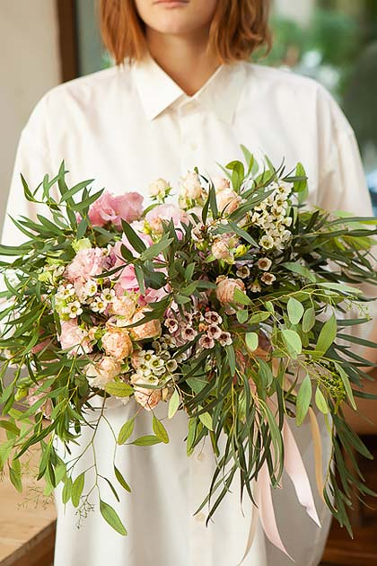 Букет невесты из Лизиантуса, Кустовой Розы и Гортензии Саратов