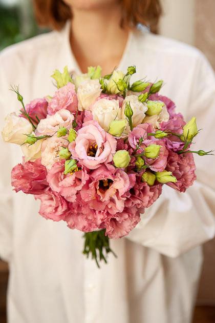 Букет Невесты из Розовых Лизиантусов Саратов
