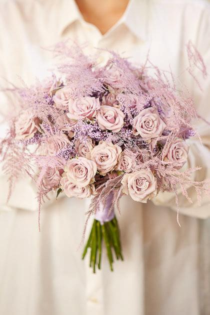 Букет Невесты из Кустовой Сиреневой Розы и Аспарагуса Саратов