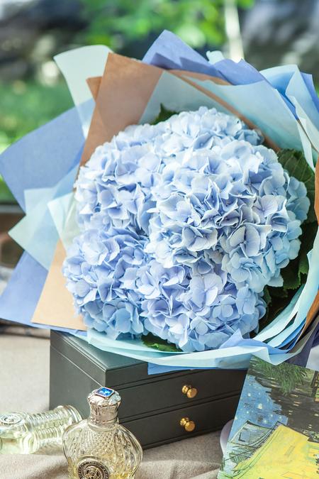 Букет из Голубой Гортензии - planeta.florist