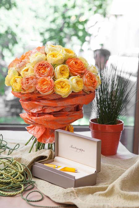 Букет из 19 Пионовидных Роз - planeta.florist