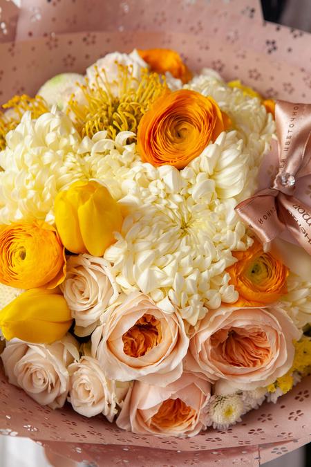 Букет из Пионовидной Розы, Желтых Тюльпанов и Хризантемы ПЛАНЕТА ЦВЕТОВ Саратов