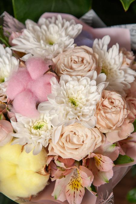 Букет из Розовой кустовой Розы, цветного Хлопка и Хризантемы ПЛАНЕТА ЦВЕТОВ Саратов