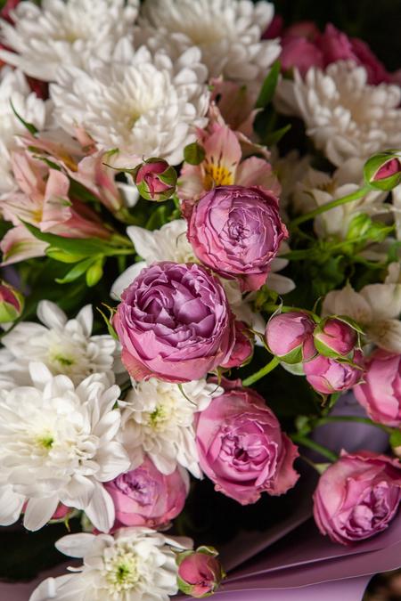 Букет из Розовой Кустовой Розы Баблз и Хризантемы ПЛАНЕТА ЦВЕТОВ Саратов
