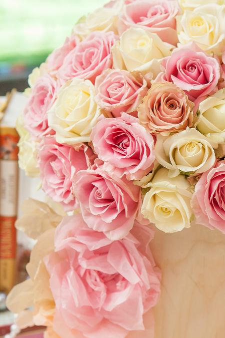 Белая и Розовая Роза в Шляпной коробке - planeta.florist