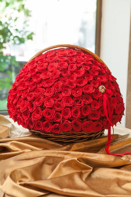 301 красная роза в Корзине - planeta.florist
