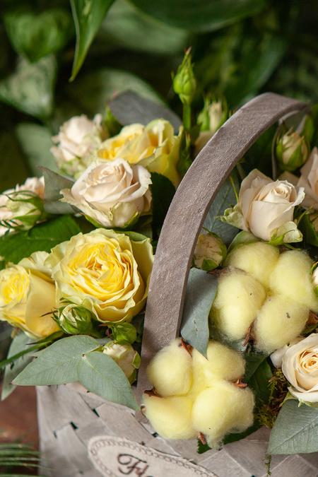 Желтая Роза, Кустовая роза и Хлопок в Корзине ПЛАНЕТА ЦВЕТОВ Саратов