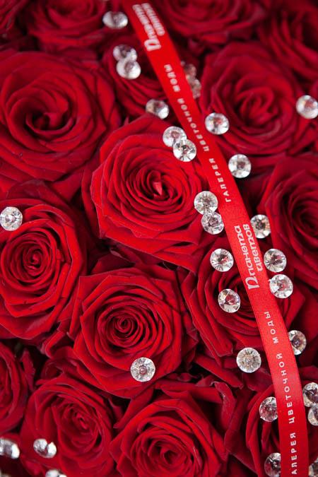 Цветы в форме Сердца из Красной Розы и Страз на Поддоне купить с доставкой - 2