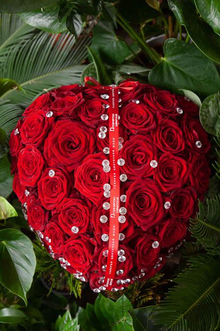 Цветы в форме Сердца из Красной Розы и Страз на Поддоне купить с доставкой - 3
