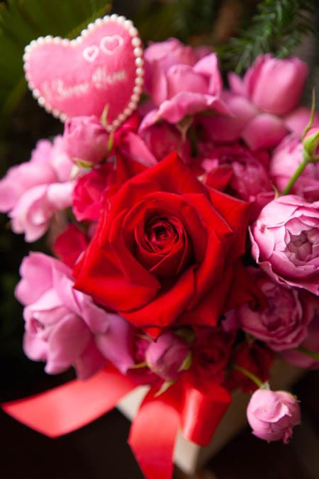 Композиция из Розовых Роз, Кустовых Роз, Топпер в Деревянном Кашпо купить с доставкой - 2