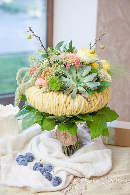 Букет Невесты из Розы и Суккулентов на каркасе