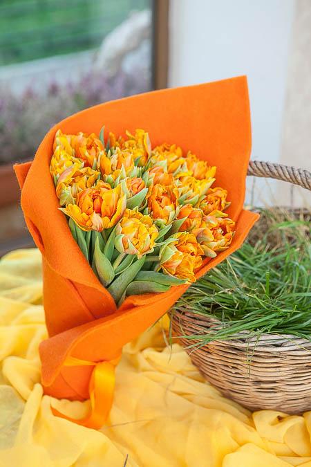 Букет из 19 Оранжевых Тюльпанов - planeta.florist