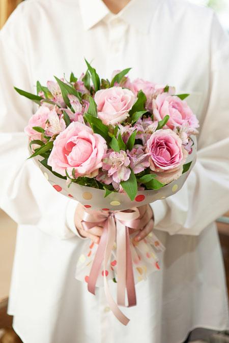 Букет из Розовой Розы, Розовой Альстромерии в Матовой Пленке Люкс Саратов