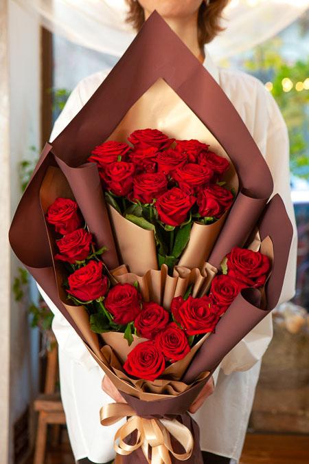 Букет из 21 Красной розы в Ярусном стиле Саратов - фото 3