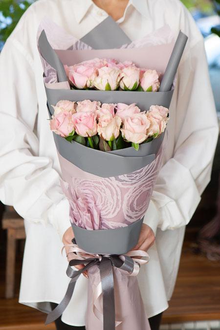 Букет из 21 Розовой Розы в Ярусном стиле Саратов - фото 3