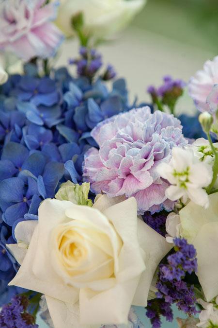 Цветы в Коробке: Белая Роза, Синяя Гортензия и Гвоздика Саратов - фото 2